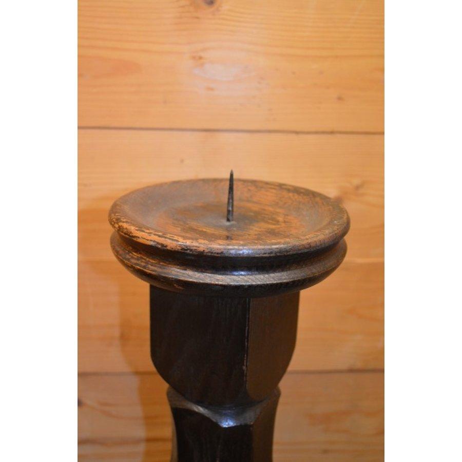 Kandelaar van eikenhout voor een kaars in een donkere kleur-2
