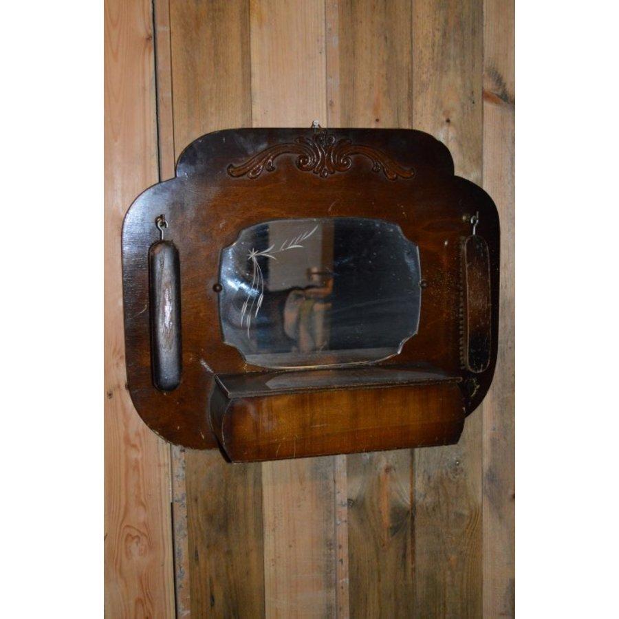 Garderobe met borstels en sierlijke spiegel-1