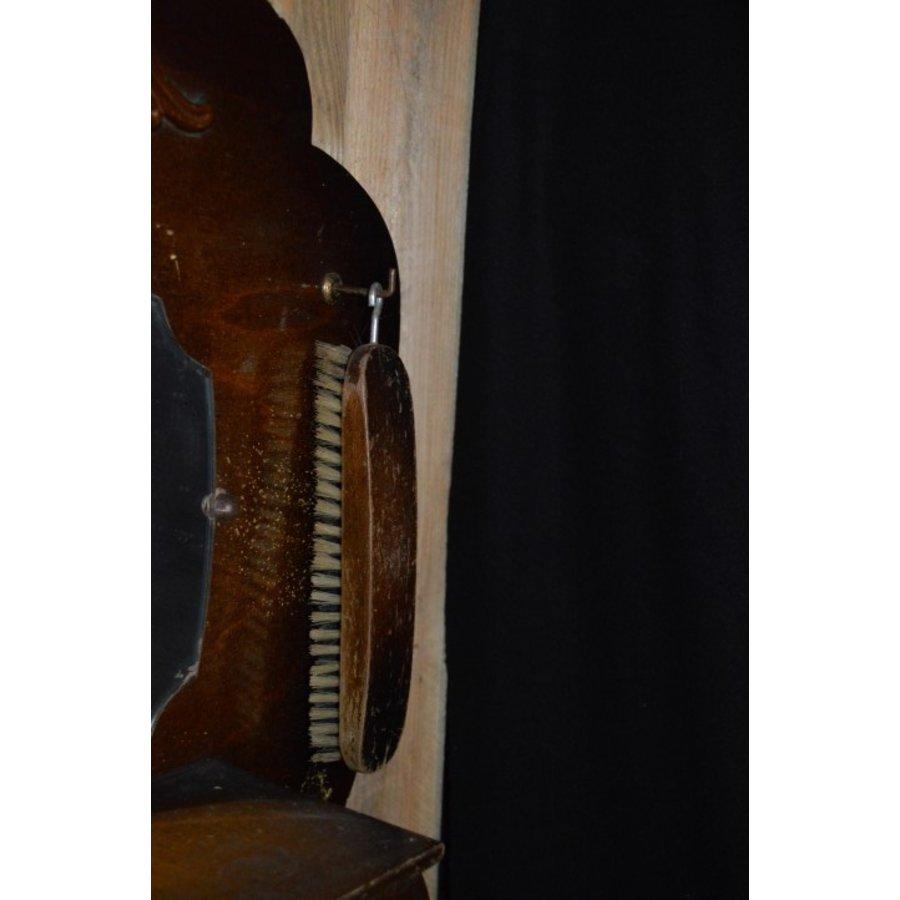 Garderobe met borstels en sierlijke spiegel-4