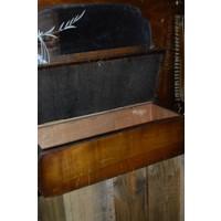 thumb-Garderobe met borstels en sierlijke spiegel-6