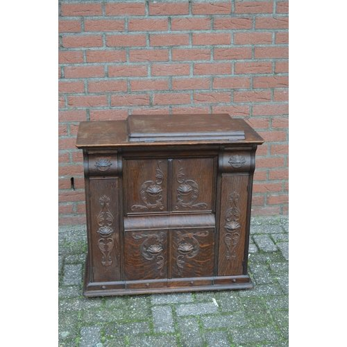 Singer naaimachine in een speciale bewerkte kast BUK 11 E