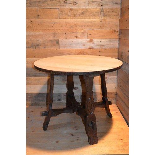 Oud eikenhouten tafeltje