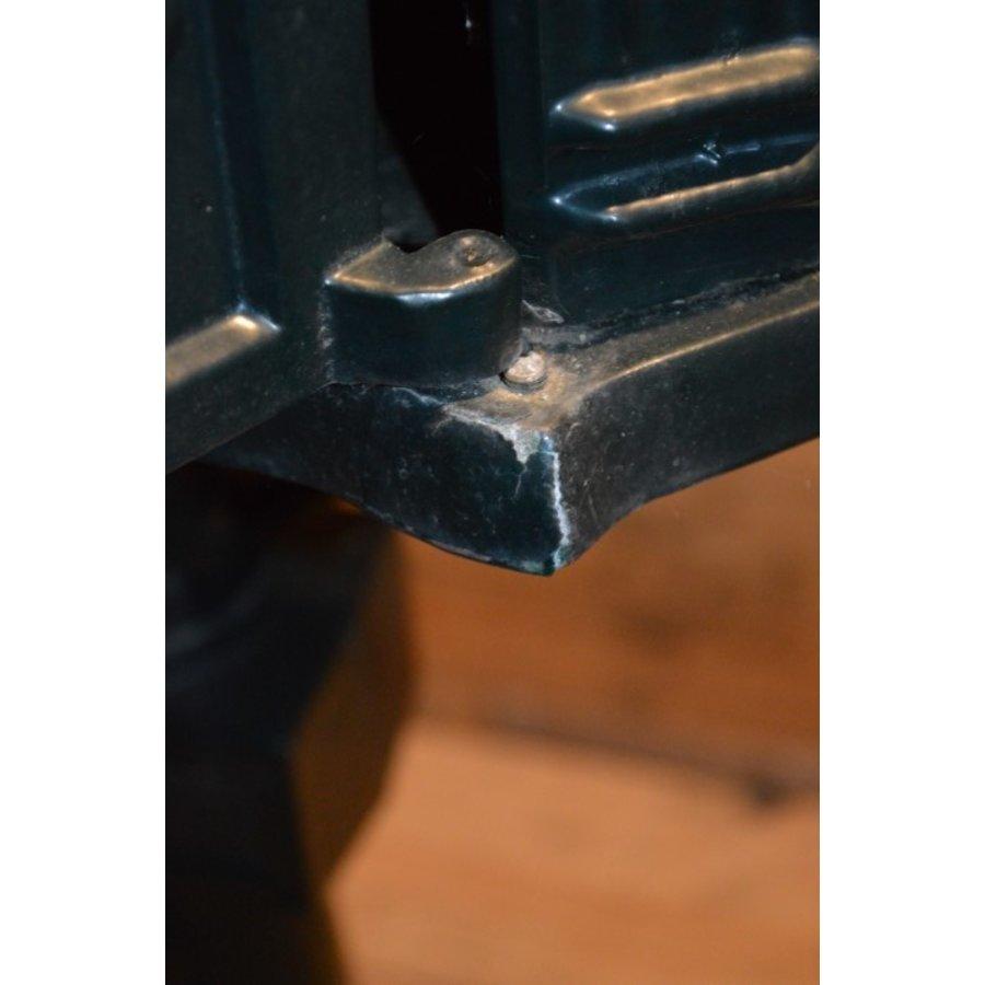 Sierlijke aluminium brievenbus op een tegel-6