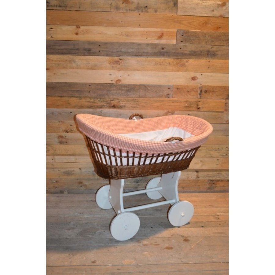 Baby  wiegje op wielen wilgentenen met hout brocante-2