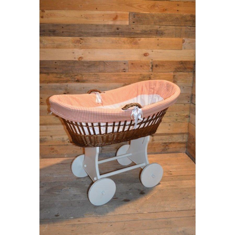 Baby  wiegje op wielen wilgentenen met hout brocante-1