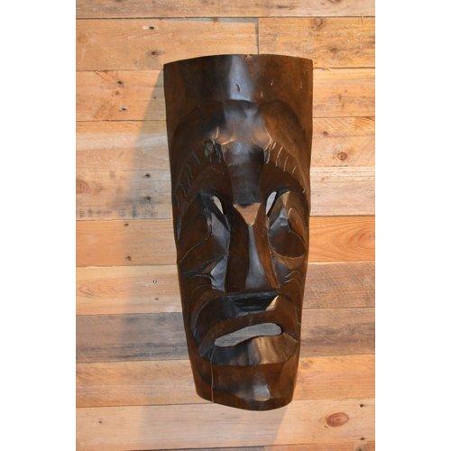 Masker van tropisch hout gemaakt