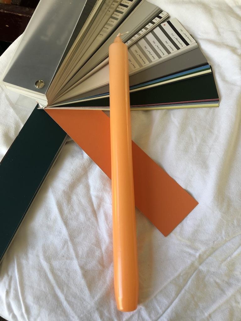 Top kwaliteit kaars in zacht oranje