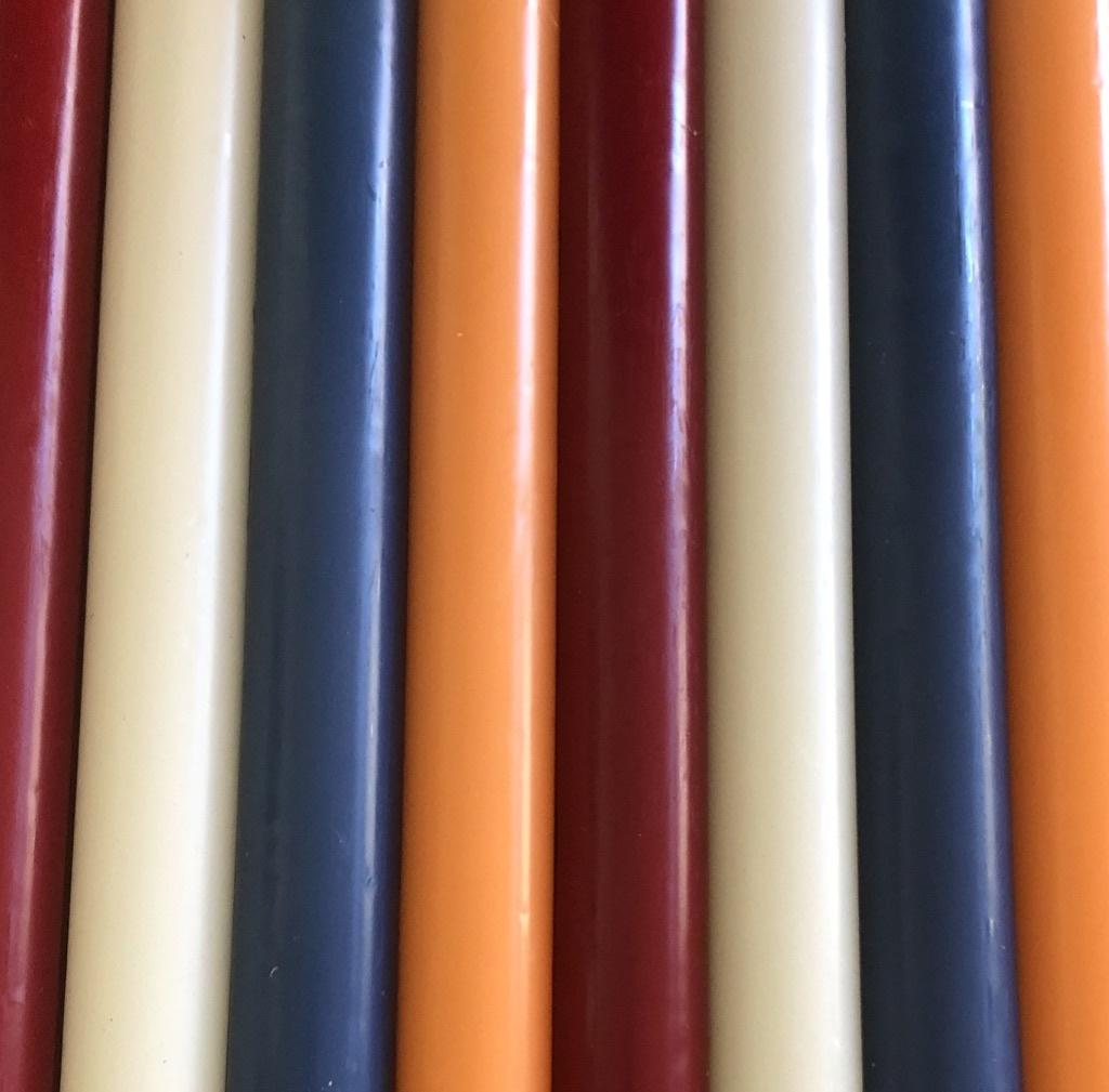 Een pakketje met 8  kaarsen in de kleuren van de Nederlandse vlag