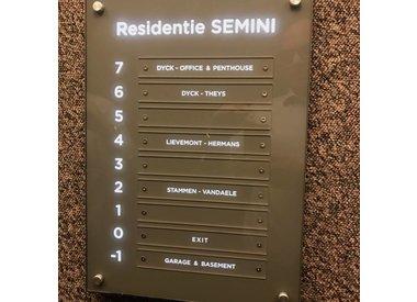 Plaques parlophone et ascenseur