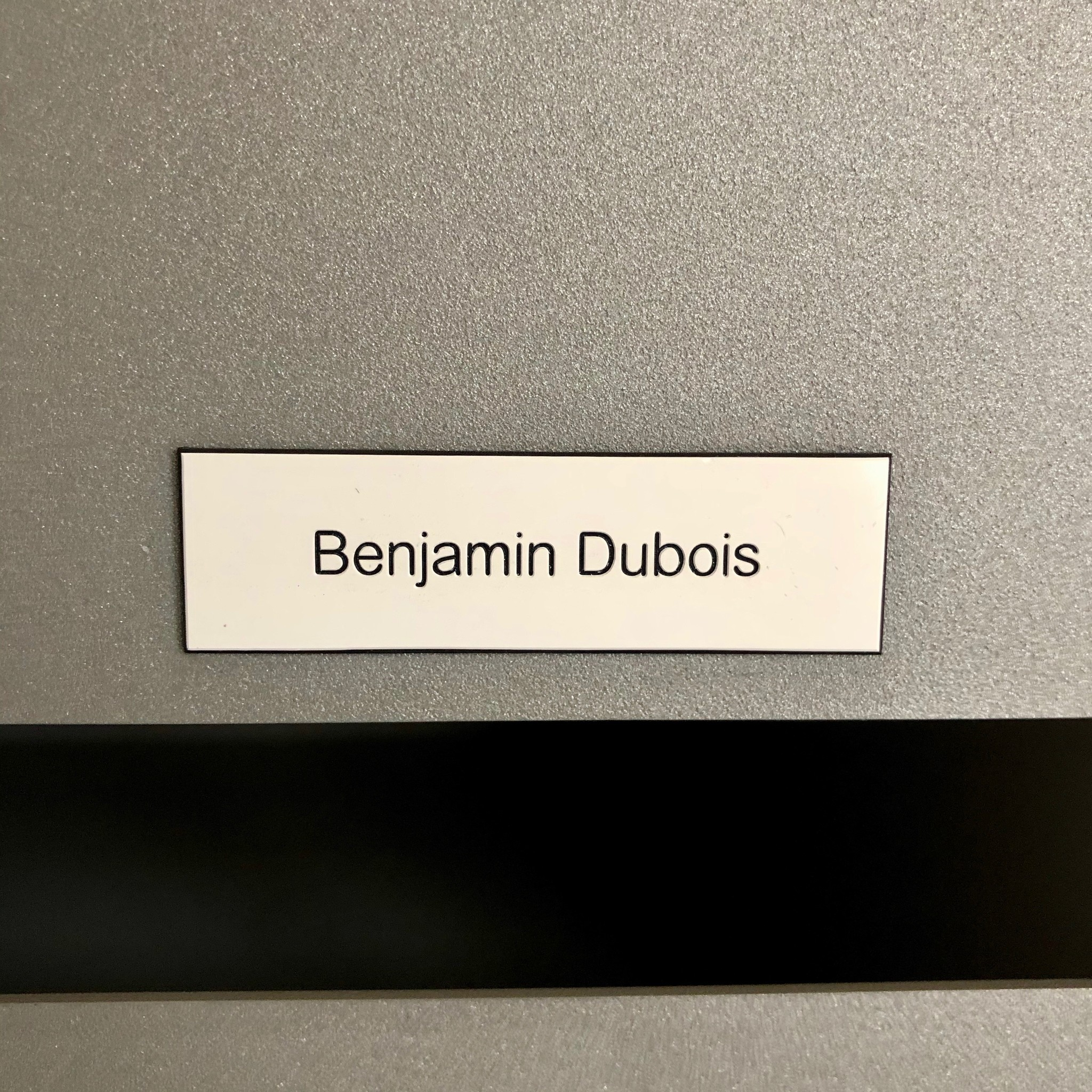 Nameplate in white plastic for letter box, bell or lift