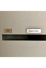 Naamplaatje in zilverkleurige kunststof voor brievenbus, bel of lift