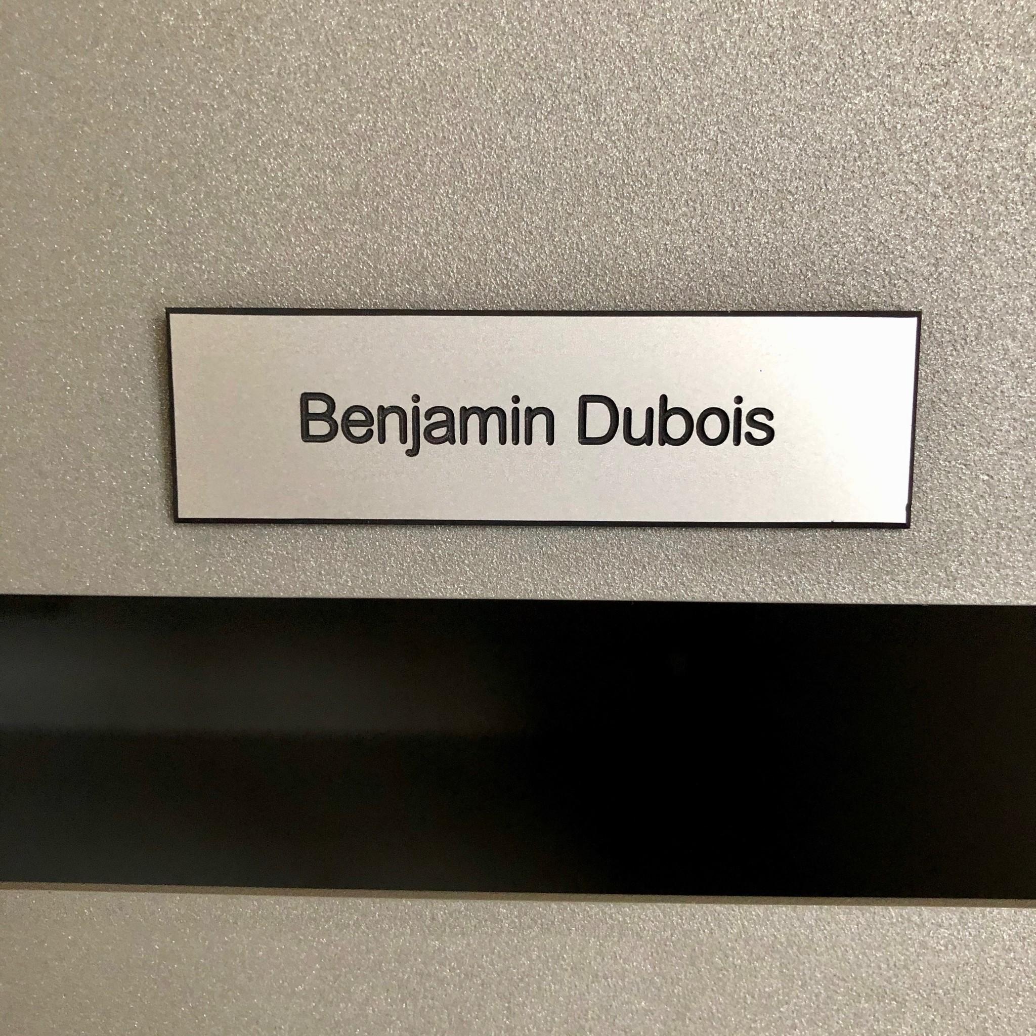 Plaque en plastique couleur argent pour des boîtes, sonnette ou ascenseur