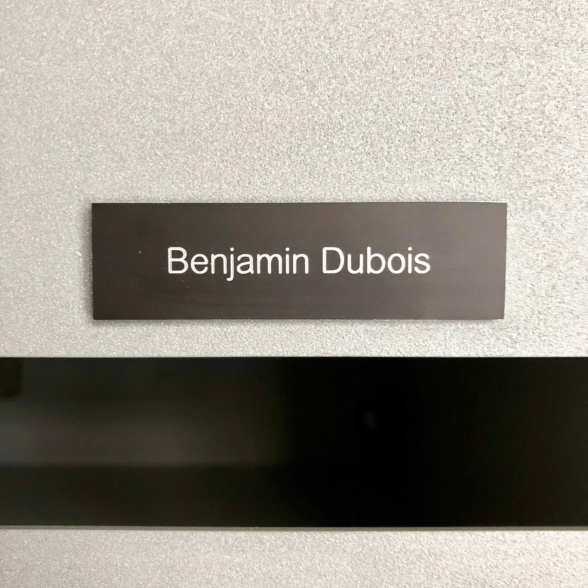 Plaque en aluminium noir pour des boîtes, sonnette ou ascenseur