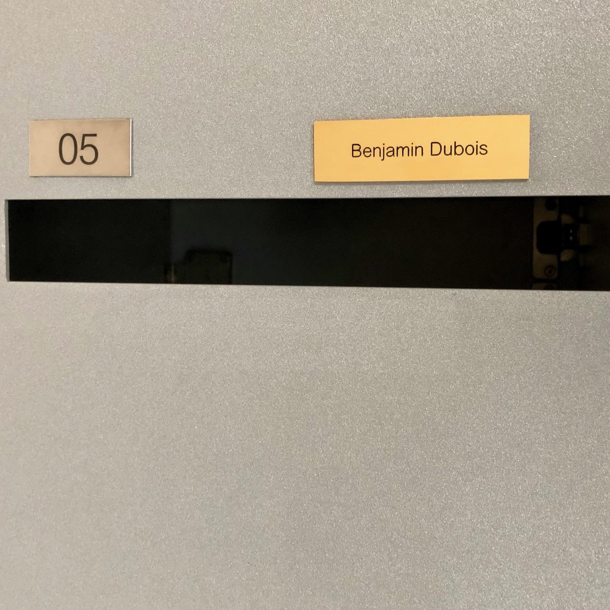 Naamplaatje in messing voor brievenbus, bel of lift