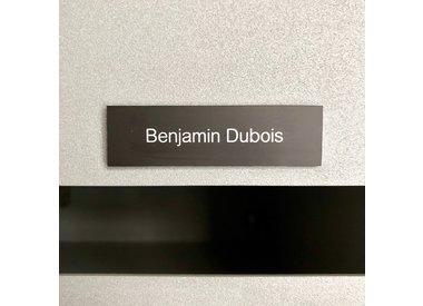 Plaques de sonnette, boîte aux lettres et ascenseur