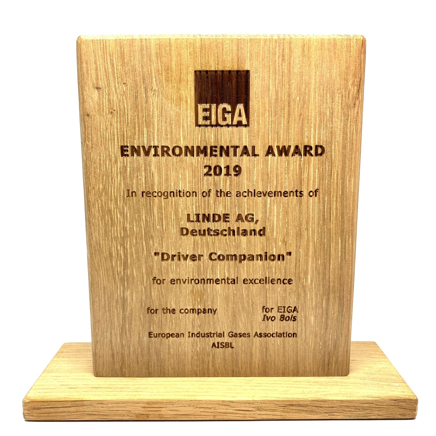 Customized wooden award with laser engraving (150 x 120 x 20 mm)