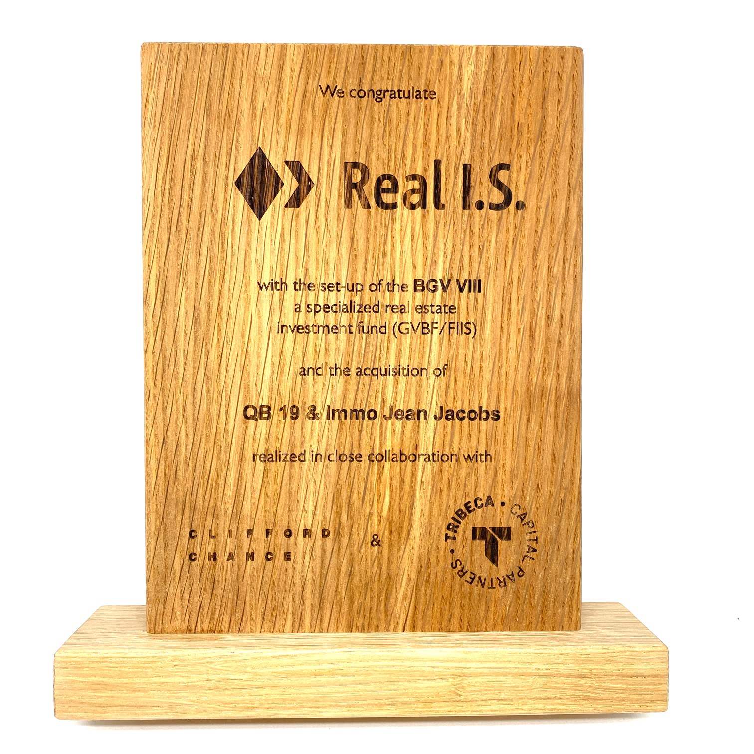 Customized wooden award with laser engraving (200 x 150 x 20 mm)