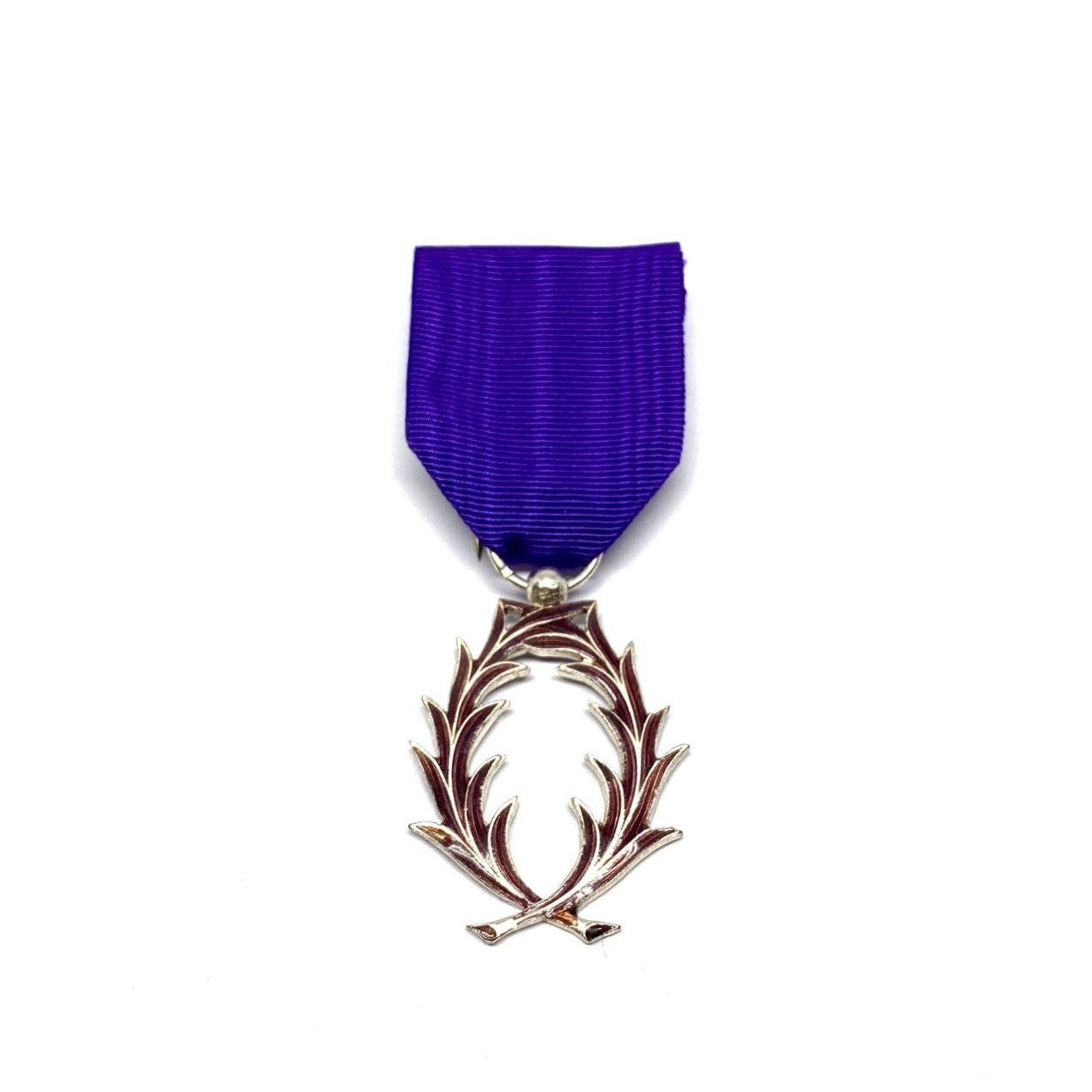 Décoration Chevalier de l'Ordre des Palmes Académiques