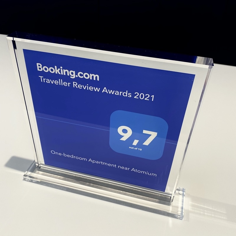 Booking.com Traveller Review Award in plexi