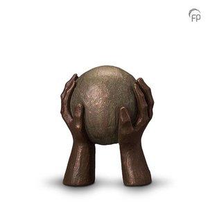 Geert Kunen  UGK 008 A Keramische urn brons Gedragen