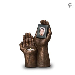 Geert Kunen  UGK 067 AT Keramische urn brons Handen met fotolijst (waxine)
