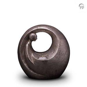 Geert Kunen  UGKS 039 BT Keramische urn zilver Eenzaam, maar niet alleen (waxine)