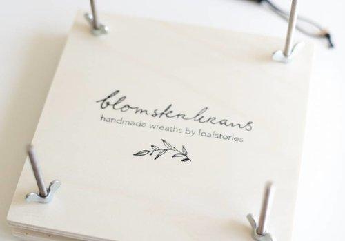Bloemenpers met Blomsterkrans logo