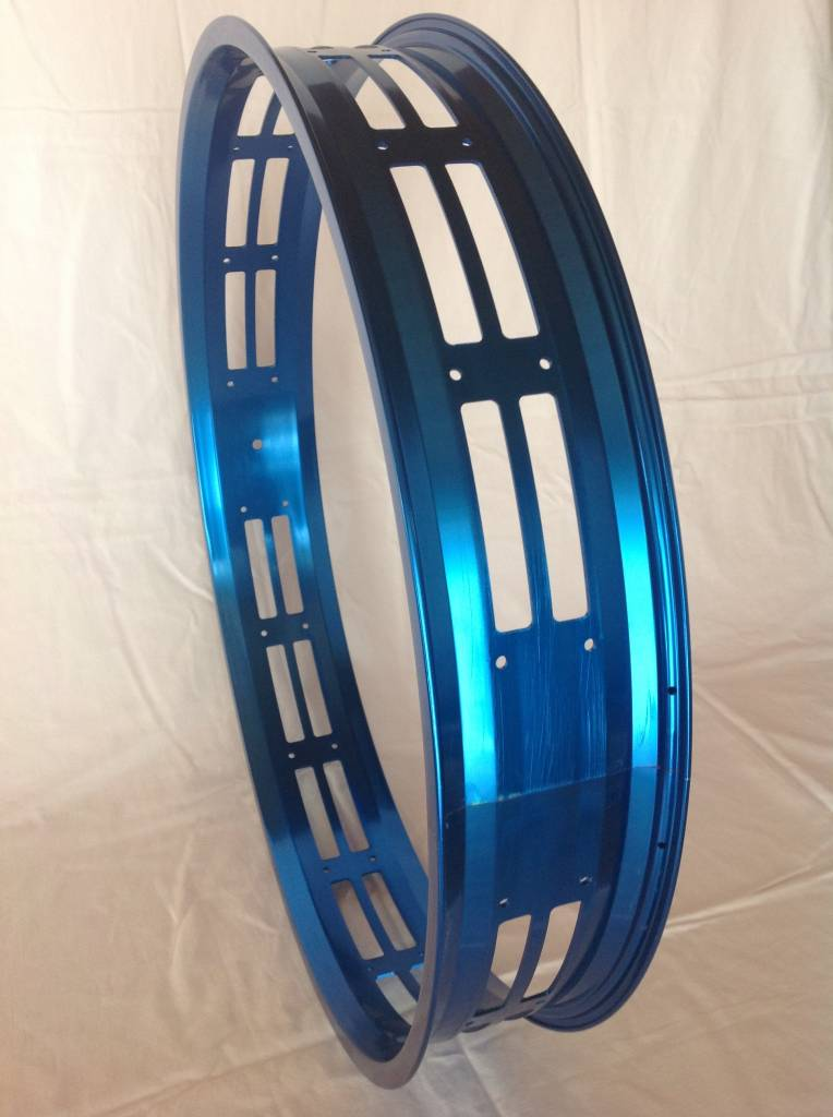 "RM100, 26"", cut-out eckig, blau eloxiert, 32 Speichenlöcher"