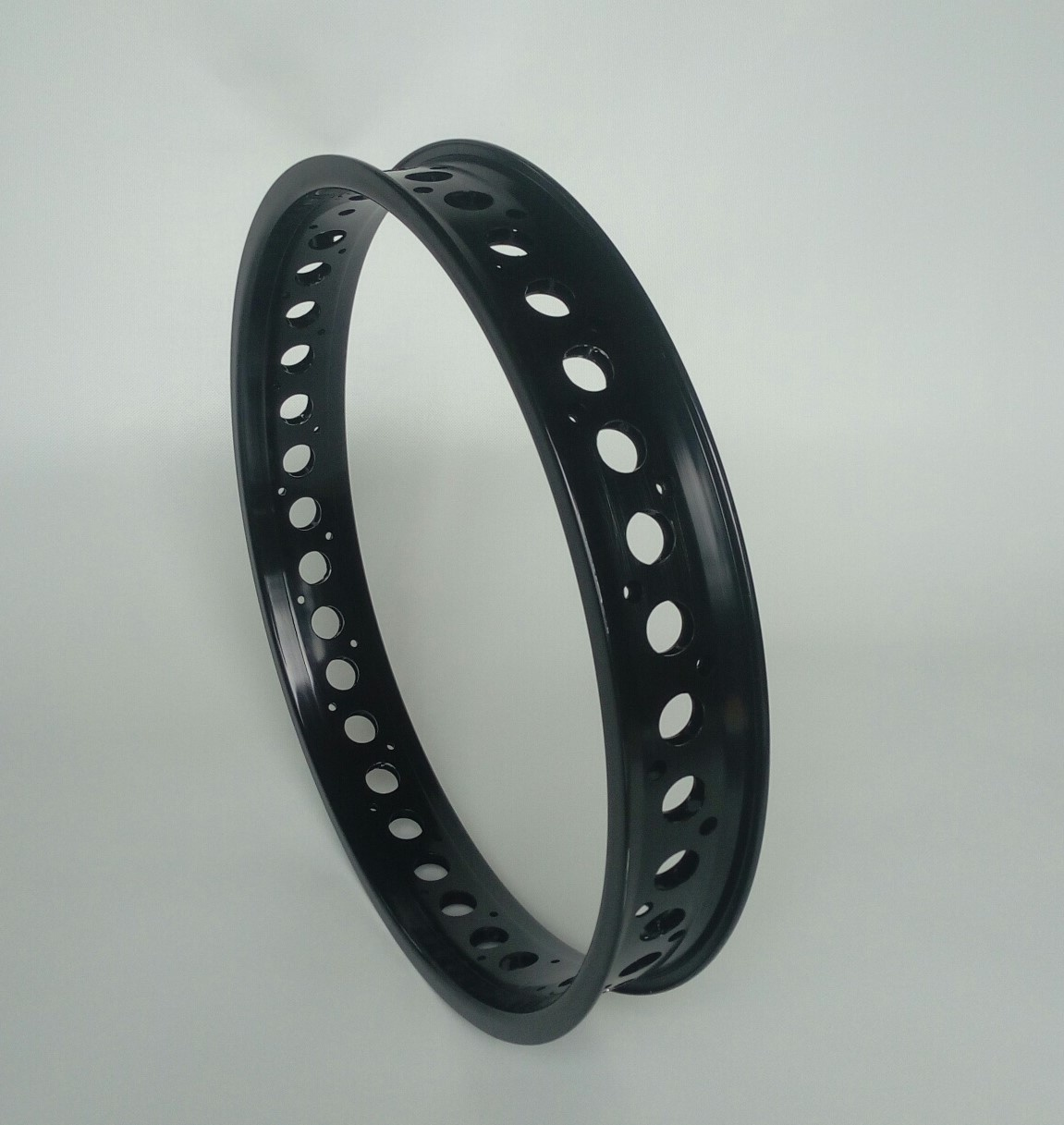 "DW65, 20"", cut-out, black anodized"