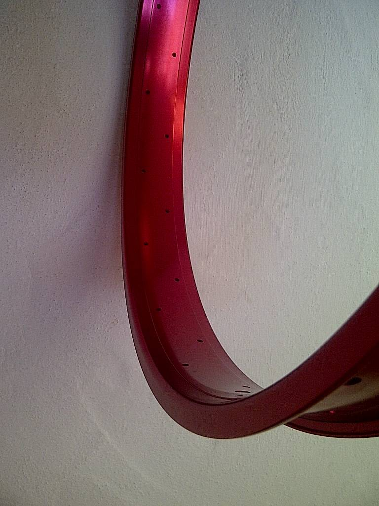 "alloy rim DW65, 24"", red anodized"