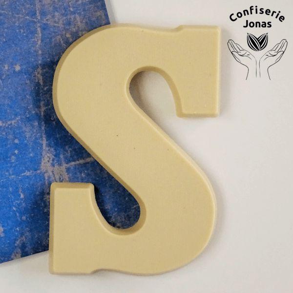 Confiserie Jonas Chocoladeletter wit rijstmelk met vanille