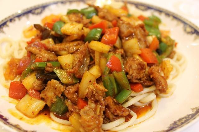 Oil and meat noodles