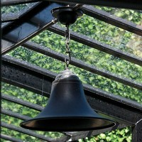 Suspension cloche rustique chic bronze