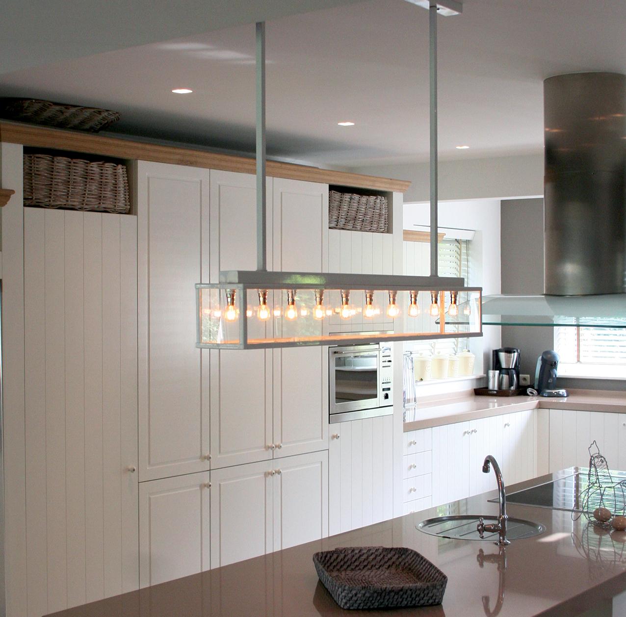 landelijke keuken met hanglamp