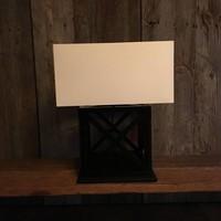 Vierkante tafellamp hout met lampenkap