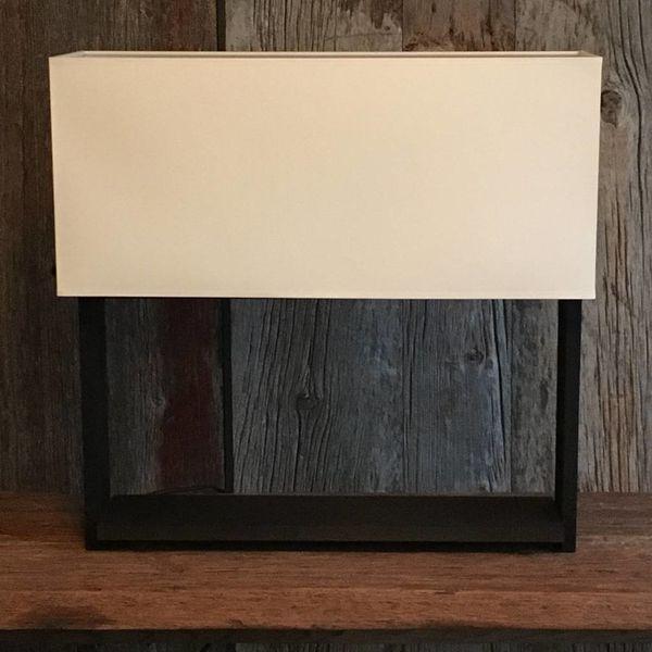 Rechthoekige tafellamp hout met lampenkap
