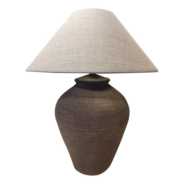 Tafellamp met stenen voet en lampenkap