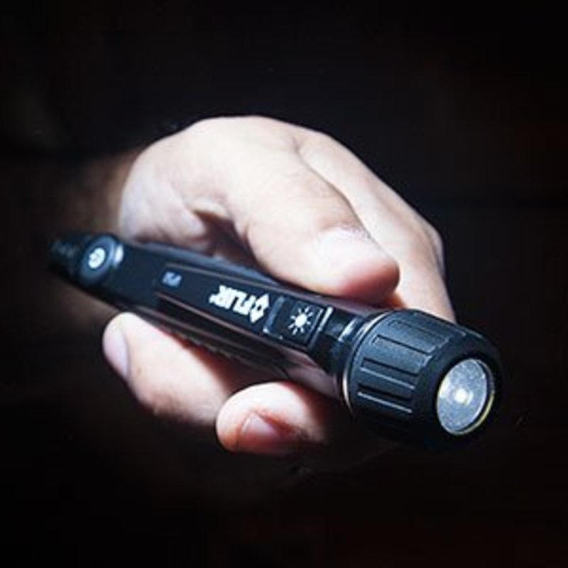 FLIR VP52 Non-Contact Voltage Detector with Worklight