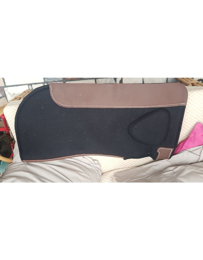Twisted C Round skirt Build-up Pad