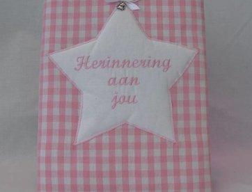 Herinneringsboek roze ruit
