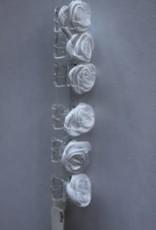 Roosjes wit op rietje 6 stuks
