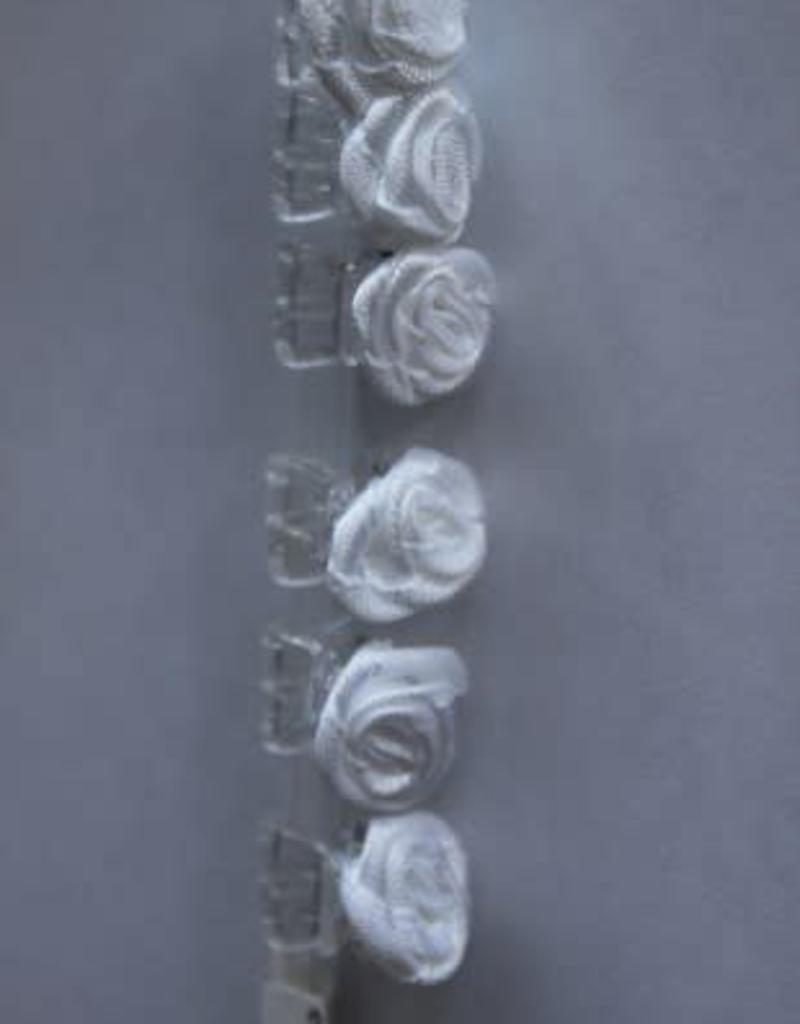 6 roosjes wit op rietje