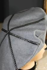 Baret grijs linnen met grijze lak strepen