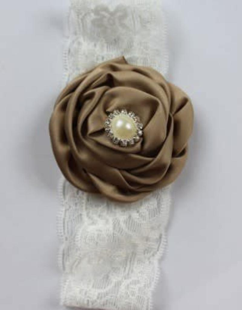 Kanten haarband met grootroze  satijnen roos met parel