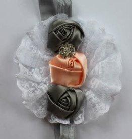 Haarband groijs elastisch met zalm en grijs satijnen bloem