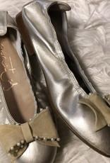eli Eli schoen goud met suede strik parels