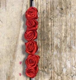 6 roosjes rood op rietje