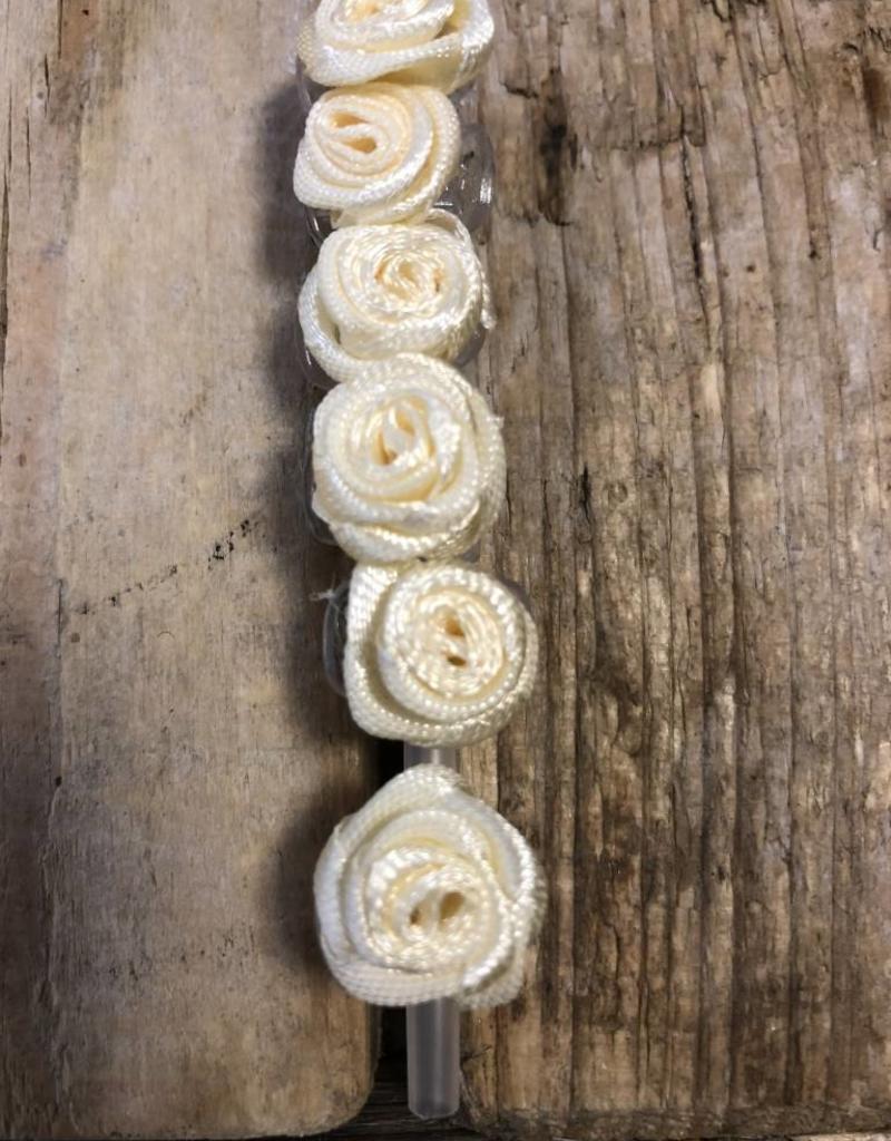 6 roosjes off white op een rietje