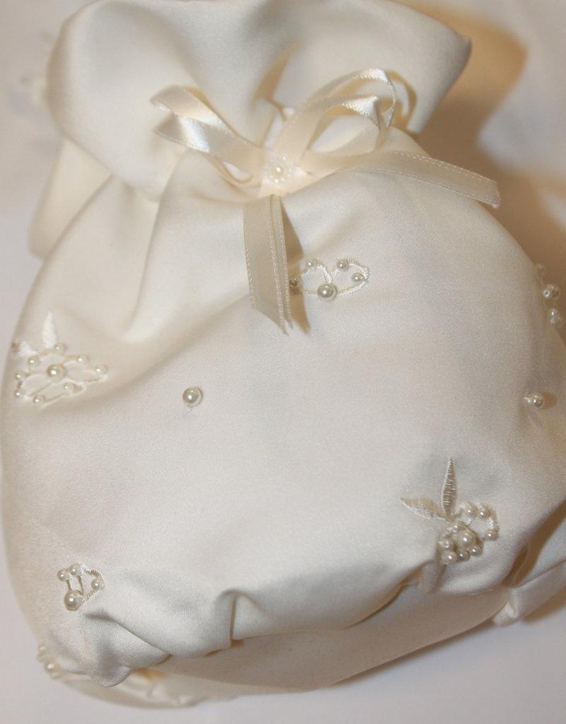 Bruids tasje satijn off white met bloem pareltjes