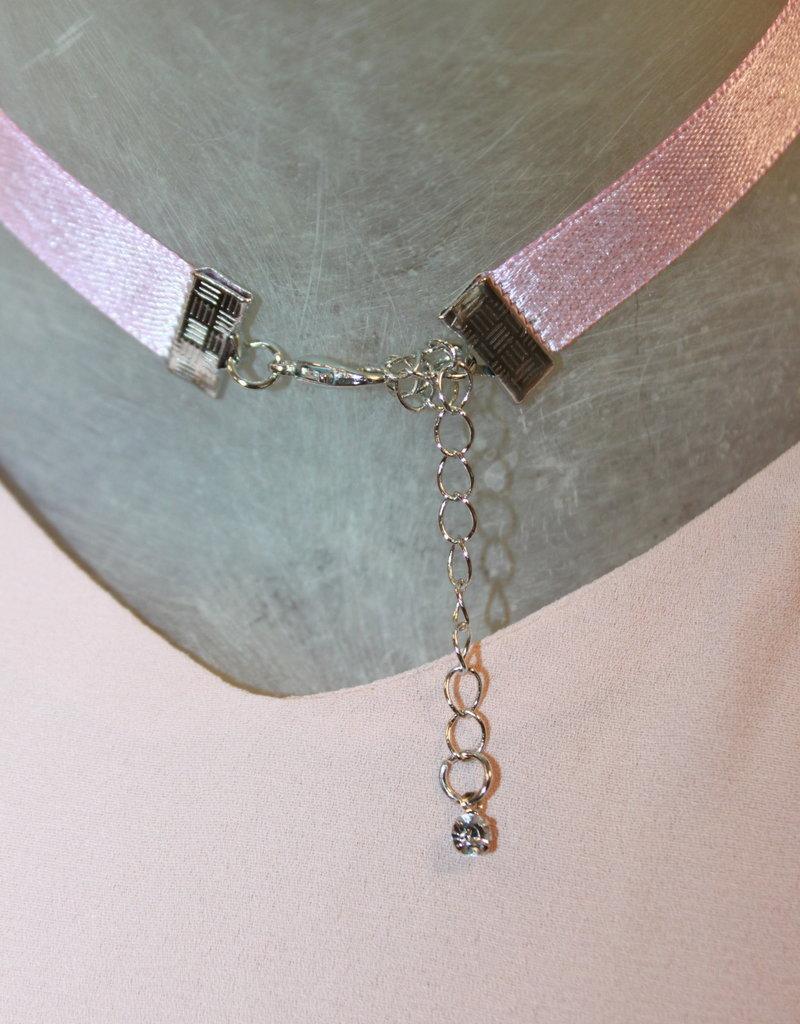 satijn roze ketting met zilver kleurige sluiting